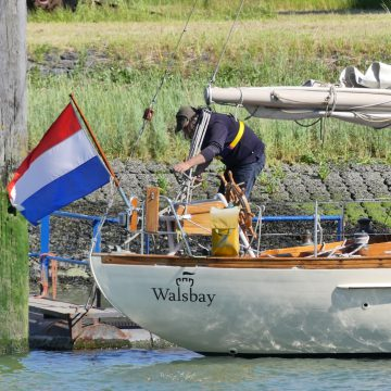Royal Charles safely back in Walsbay